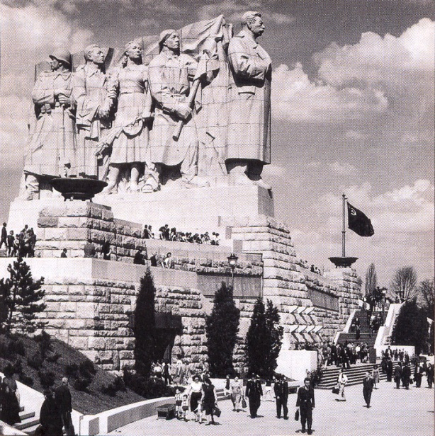 stalin_statue